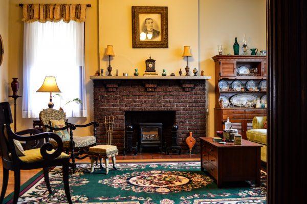Murphy - living room mantel