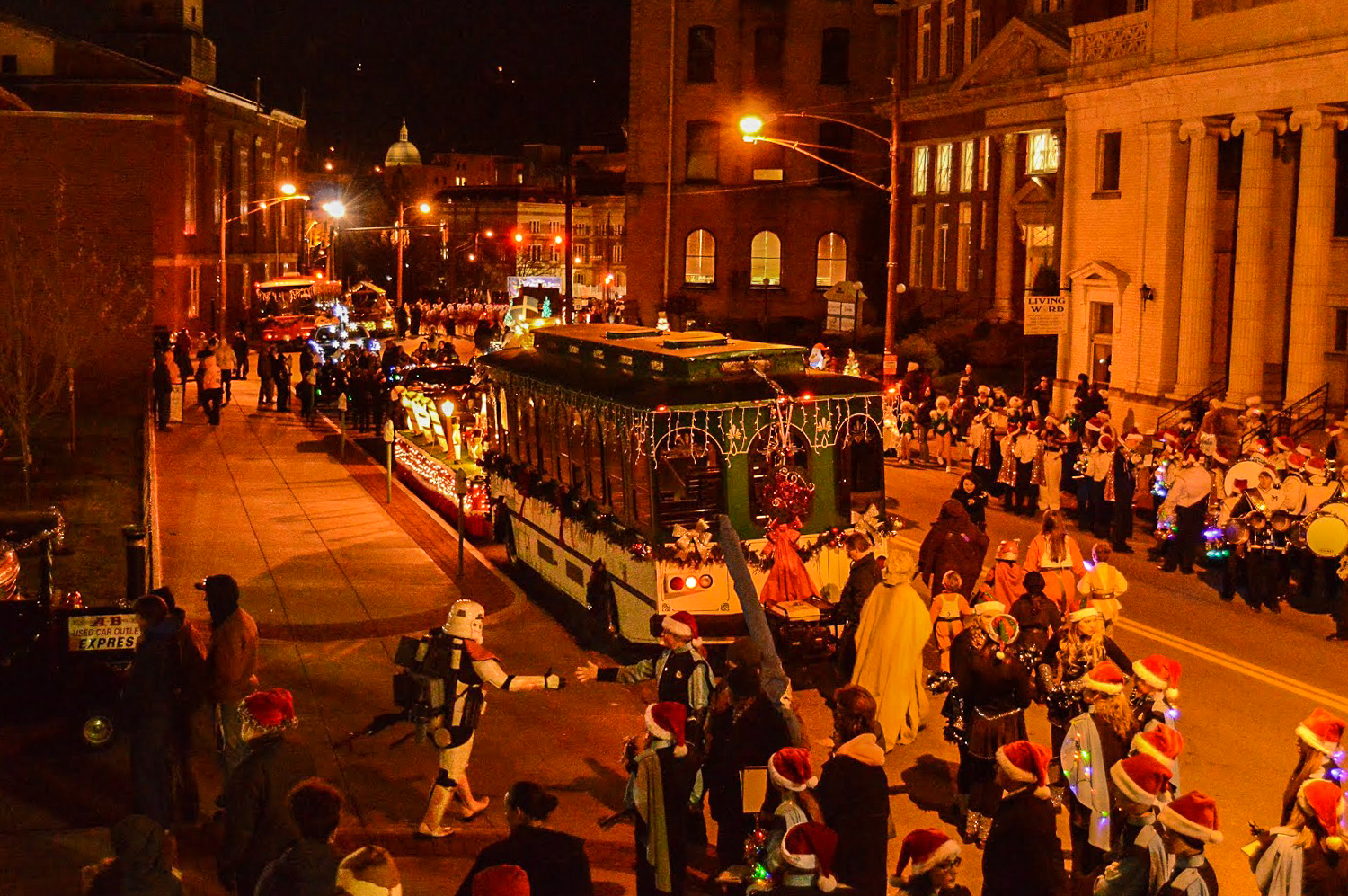 Christmas Parade Perspective - Weelunk