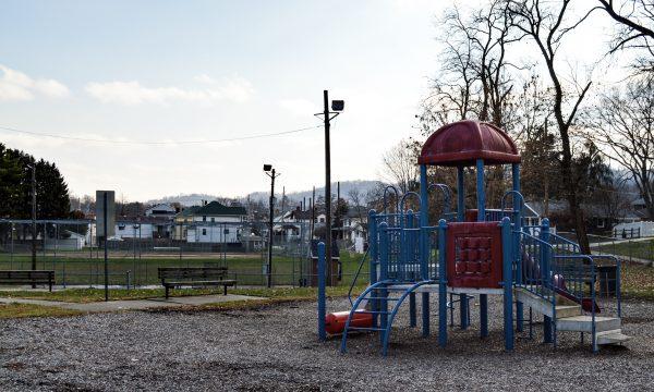 Neighborhood - PLeasanton - playgroundballfield