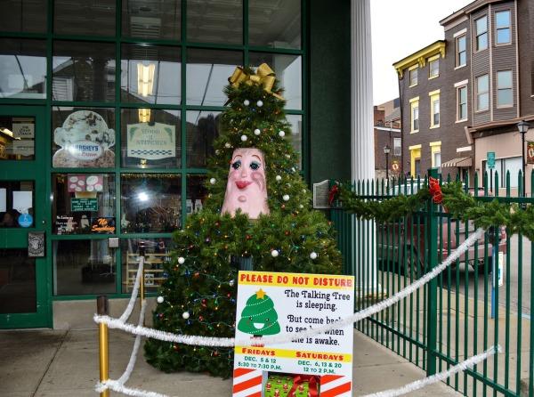 Talking Christmas Tree - Centre Market