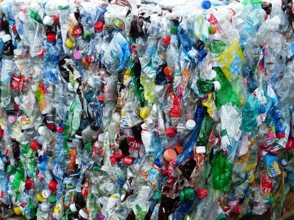 plastic-bottles-115082_640