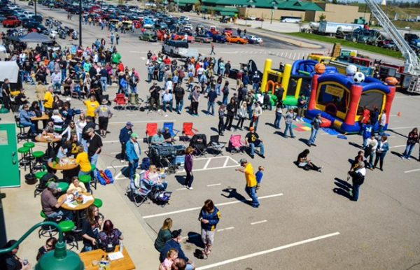 Quaker Steak & Lube was a crowded establishment on Sunday as more than 1,000 attended the second annual Hope for Hines event.