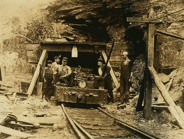 W._Va._coal_mine_1908