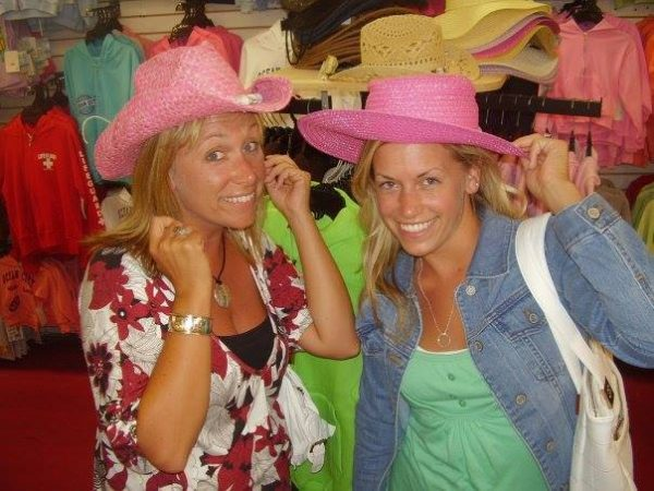 Brady Medovic (on right) lost her sister, Erin Brookes to cervical cancer in 2009.
